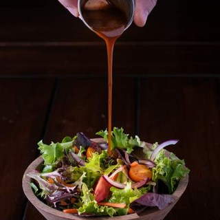 Balsamic Vinegar and Maple Syrup Salad Dressing