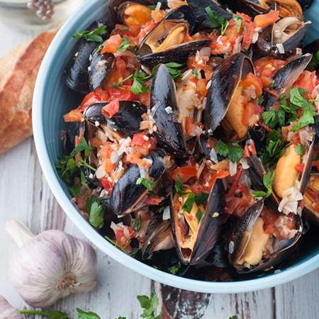 Mussels with White Wine, Butter and Garlic Sauce